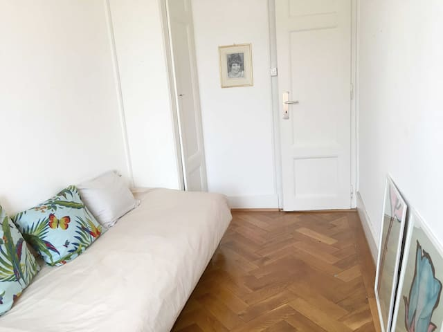 Cosy single room in central location