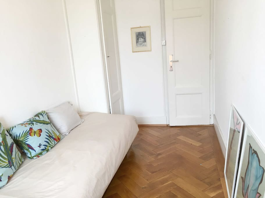 Cosy single room in central location chambres d 39 h tes for Chambre louer geneve