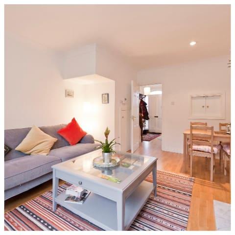 Irish House Double Bedroom with fireplace & garden