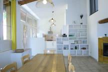 Salle à manger avec cuisine ouverte