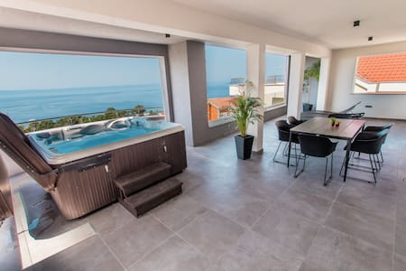 Luxury Apartment with Hot tube! Villa Collis