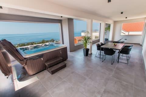 Luxury Apartment with Hot tube! Villa Collis