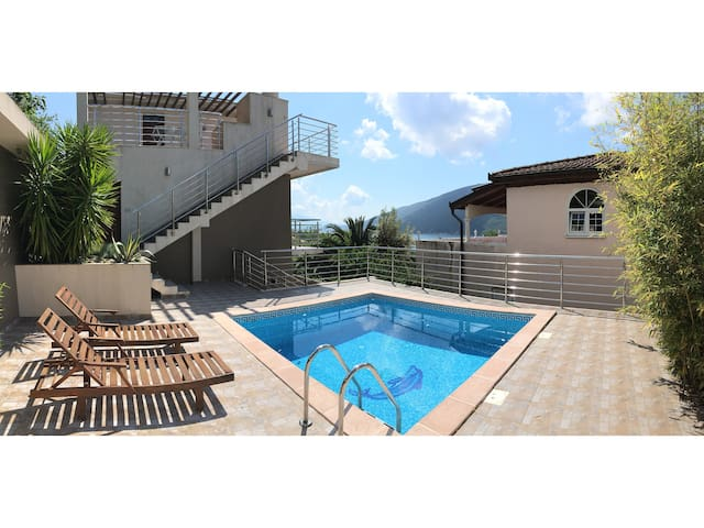 Fantastic Apartment & Pool (1st floor)