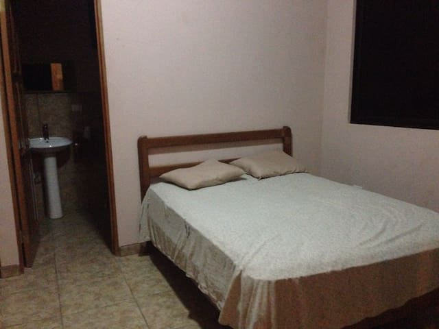 Clean room 400 yards from the beach - Pavones