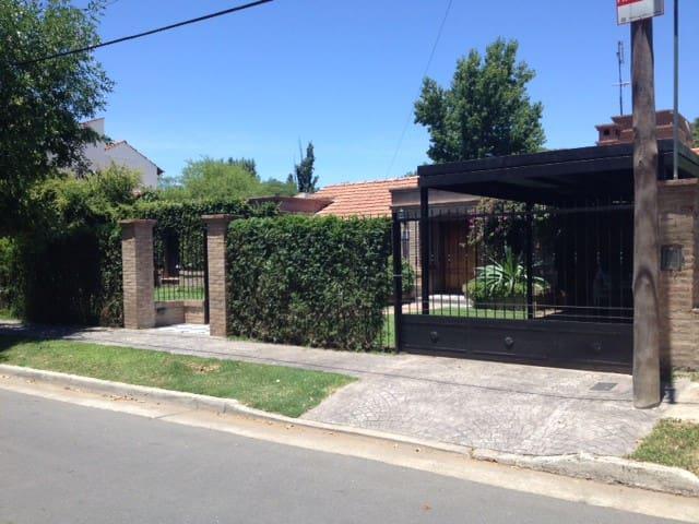 Lindisima casa, piscina, quincho a 30 min centro - Córdoba - Haus