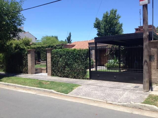 Lindisima casa, piscina, quincho a 30 min centro - Córdoba - Huis