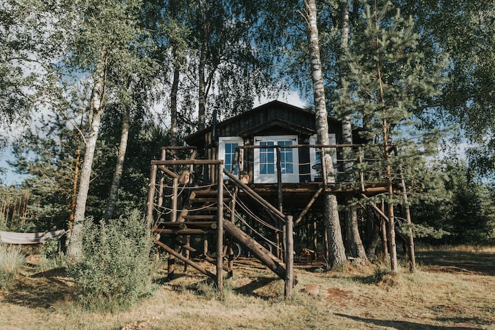 Varena Treehouse West