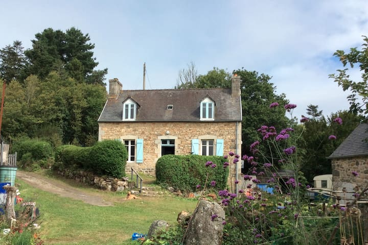 Jolie maison bretonne à 15 minutes de la mer