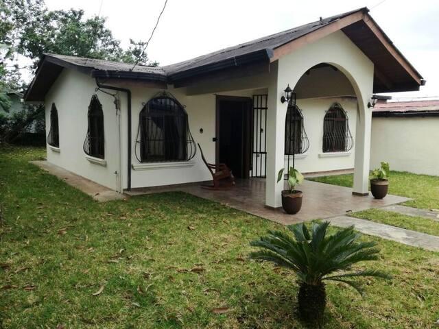 Casa Colonial La Fortuna - La Fortuna - House