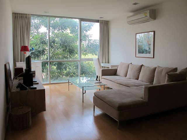 Ari BTS Modern 1-bedroom Apt with WiFi, Gym & Pool