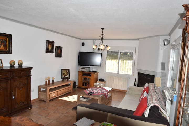 Comfortable Holiday Home with Swimming Pool in Valencia