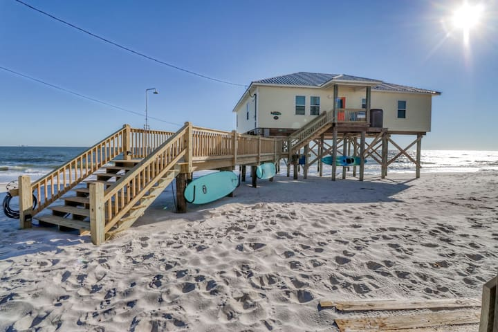 Sprawling beach house w/covered deck, remodeled kitchen, moments from beach