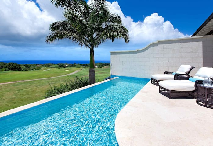 3Bed Villa with Beautiful Views, Pool, Beach Acces