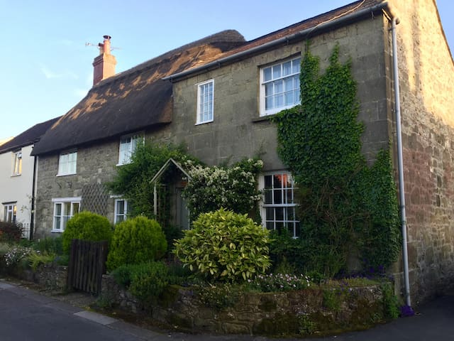 16th Century Cottage in the heart of Shaftesbury - Shaftesbury - Rumah