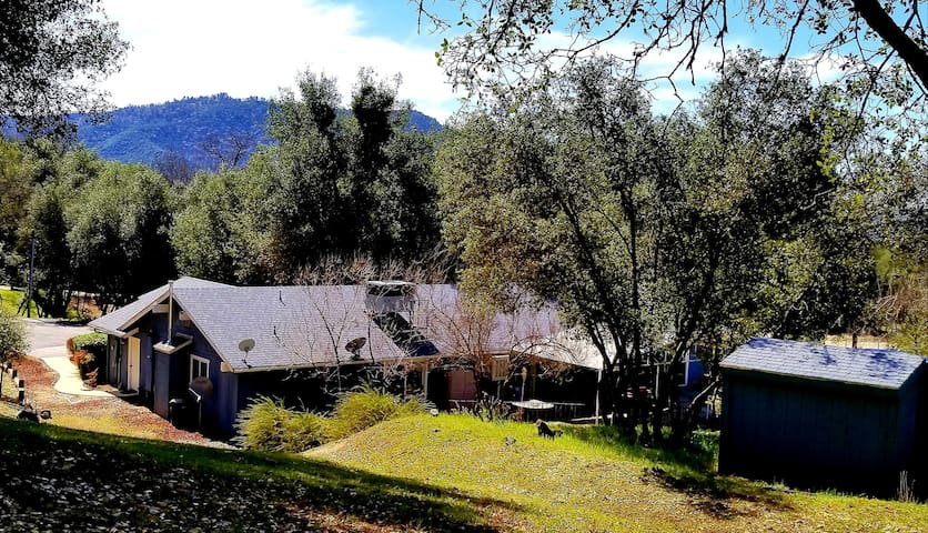 ★ The Meadows★/Sleeps 8/ Newly-remodeled