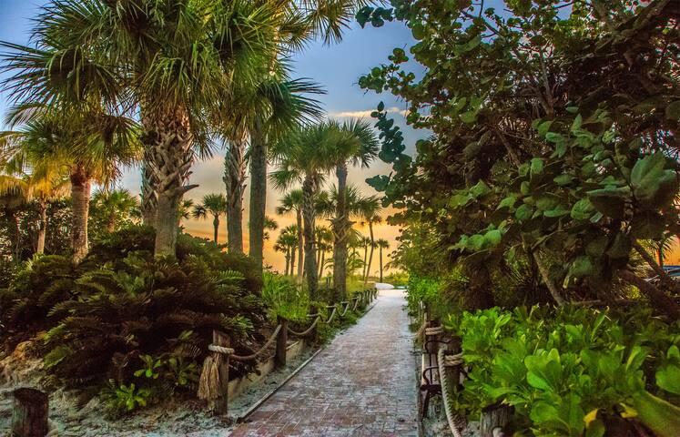Steps to the beach, close to everything! - Sarasota - Reihenhaus