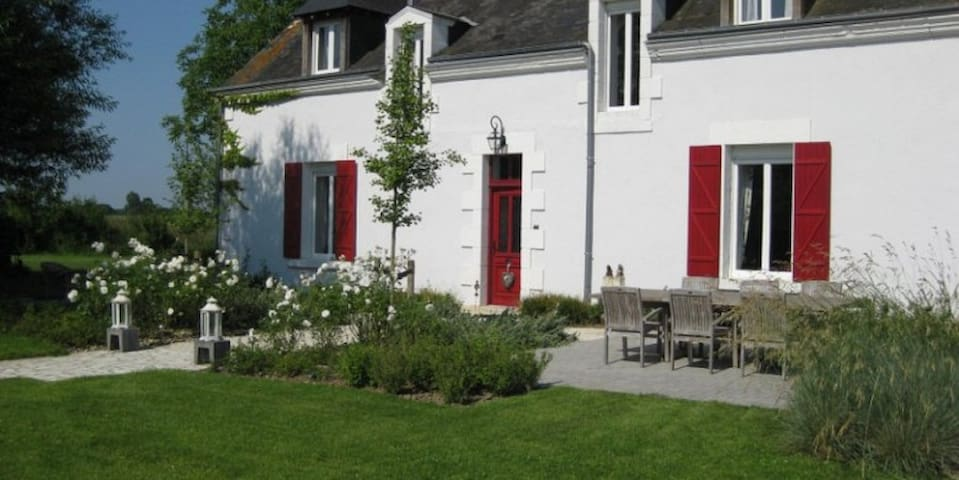 Comfortabele Chambres d'Hôtes - Saulnay - Bed & Breakfast