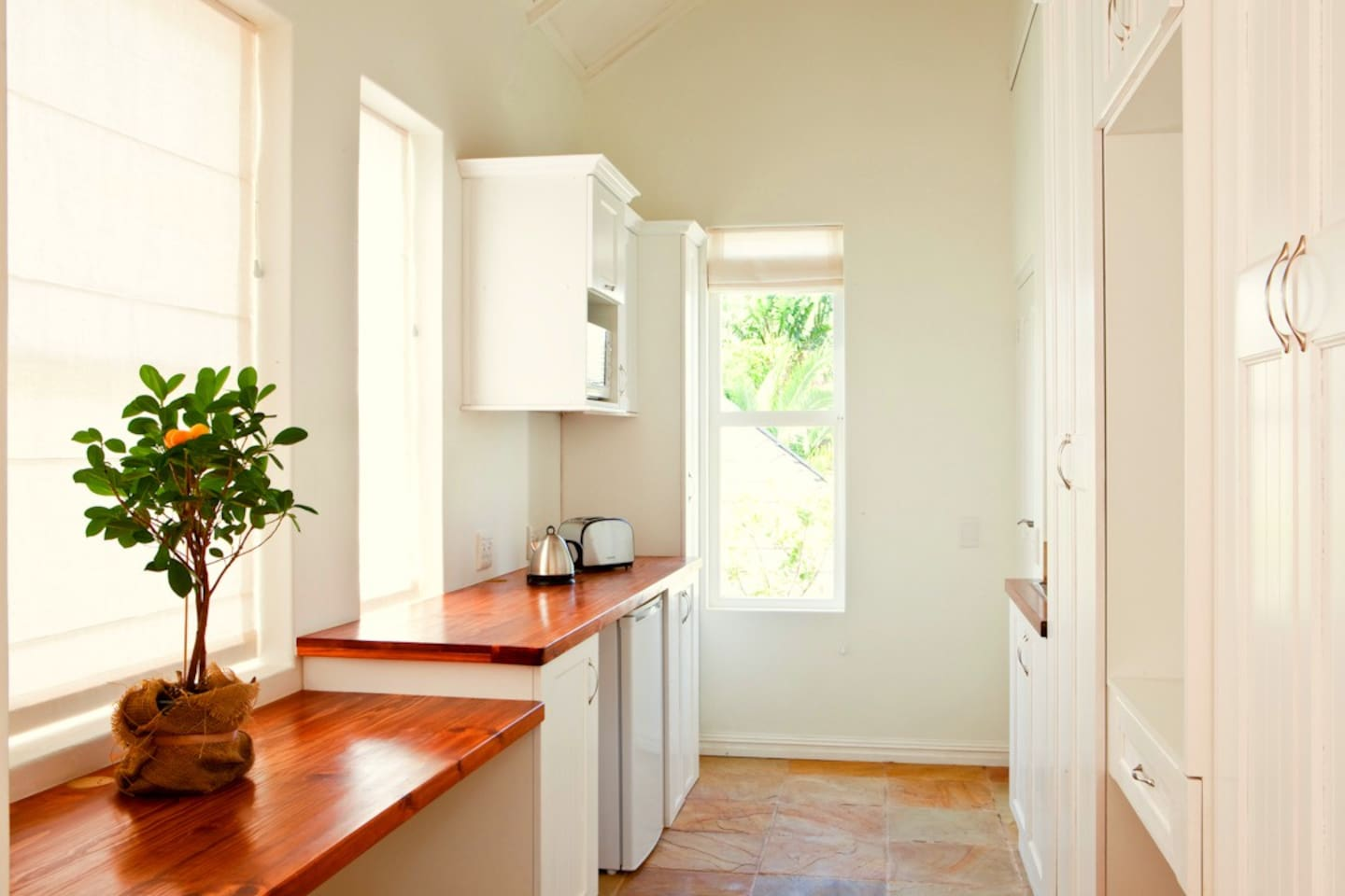 Mountain View Studio Apartment - Apartments for Rent in Cape Town ...