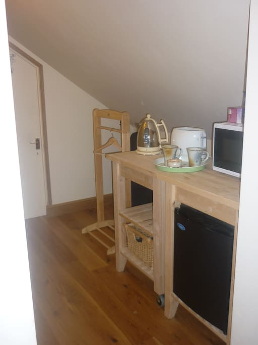 Little kitchen area with everything you need, except a cooker; who needs a cooker on holiday!