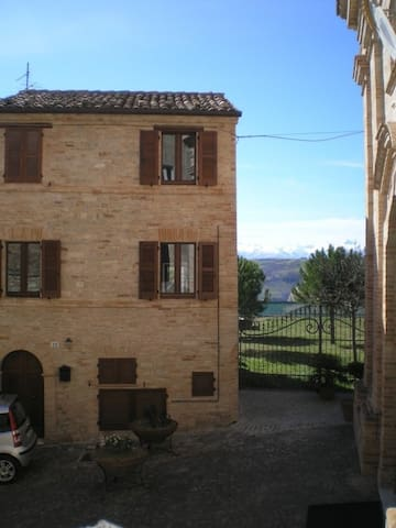 Come and explore the real Italy - Monte Rinaldo - House