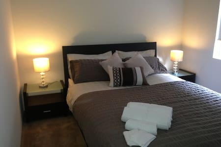 Luxury Private Room 8 mins to City! - Manning - House