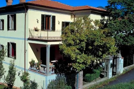 Villa anni 20 con giardino. - Villa