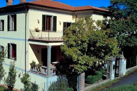 Villa anni 20 con giardino. - Versola - Vila