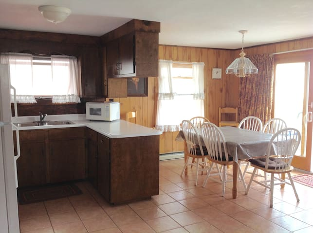 2 Bed/1 Bath Cottage 175' from Wells Beach