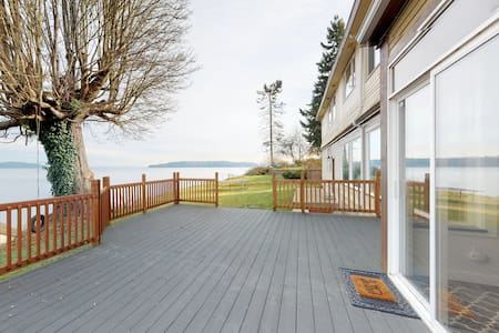 Luxury Bayfront Home w/ Private Deck, Beach Access - Small Events Considered!