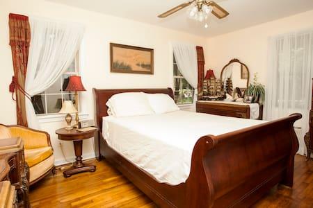 Old Savannah Room -a monthly rental - Savannah - Casa