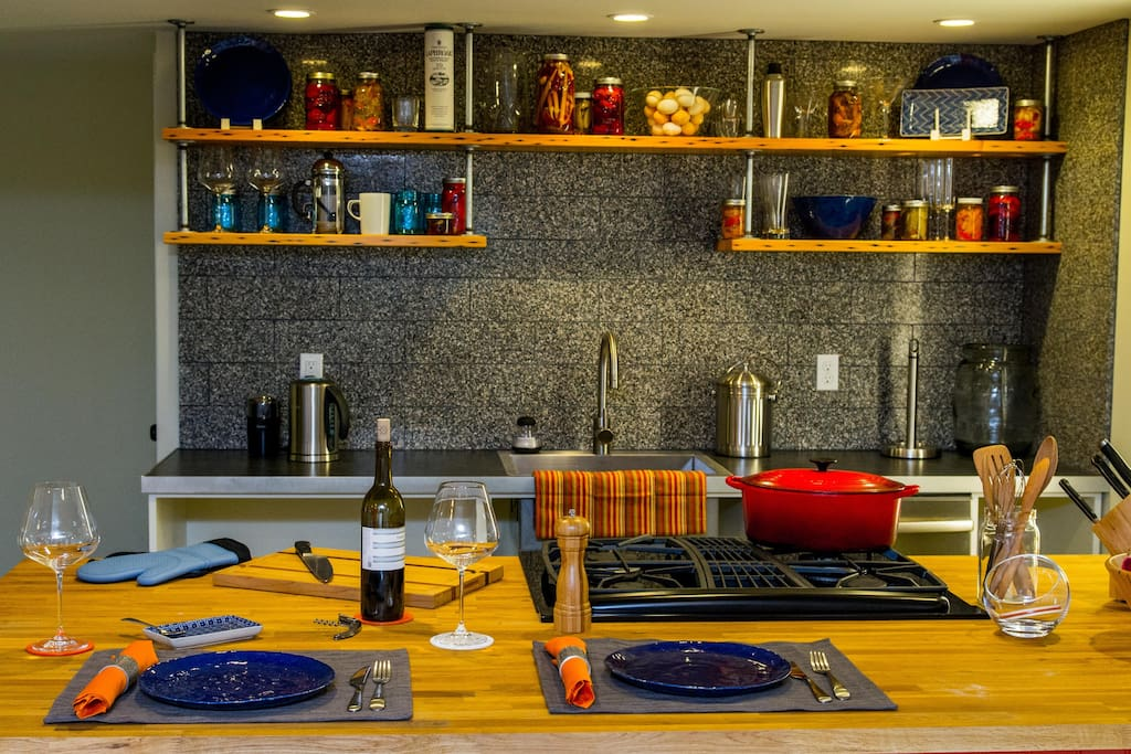 Portland has great restaurants, because we have access to great local ingredients. This kitchen is made for cooking!