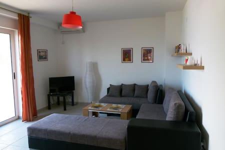 Двухкомнатный апартамент на третьем этаже - Sutomore - Daire