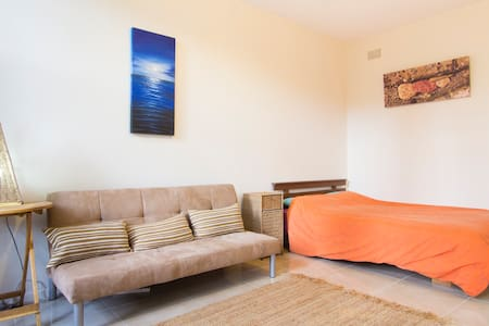 Quiet Private Airy Apartment + Pool - Manly - Wohnung