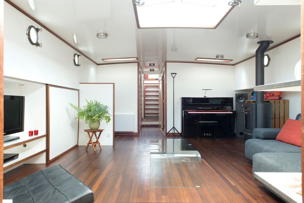 Living room and stairs to the bridge