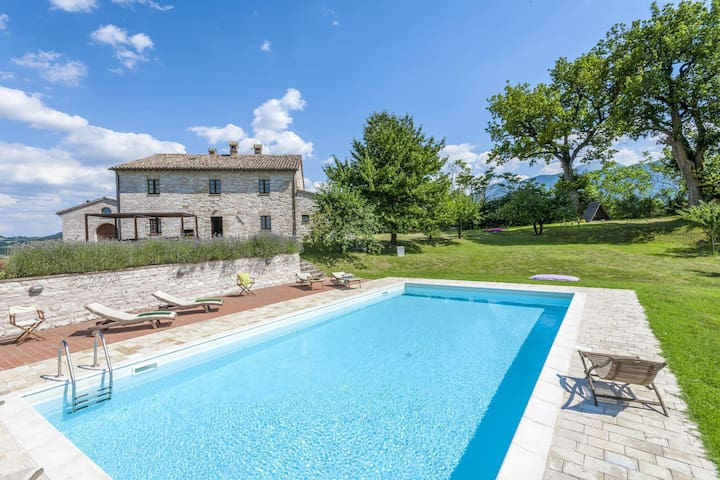 Ornate Mansion in Cagli with Hot Tub and Private Pool