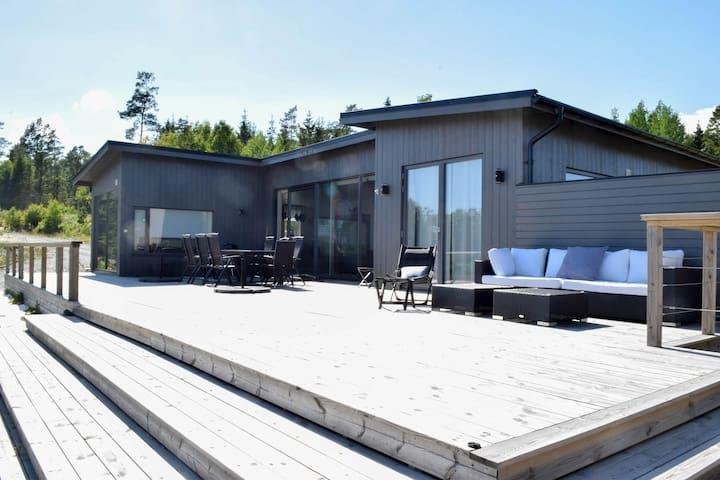 Modern house by the water in Björhövda, Norrtälje