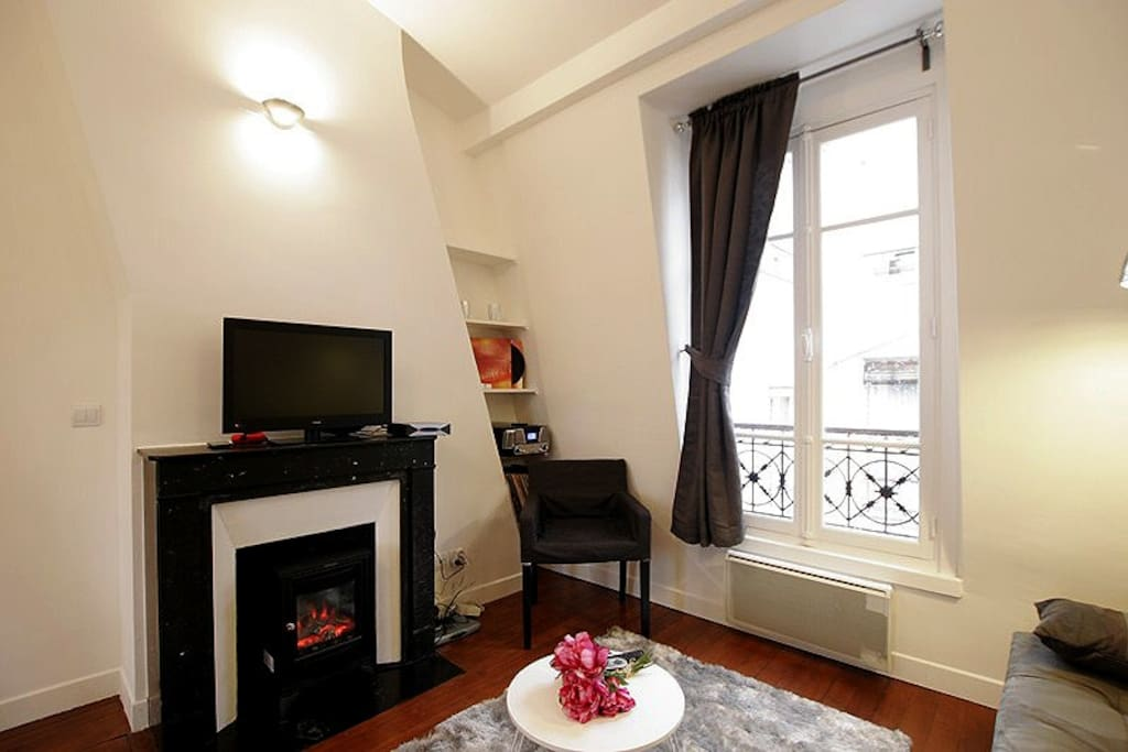 g03535 studio mezzanine marais apartments for rent in. Black Bedroom Furniture Sets. Home Design Ideas