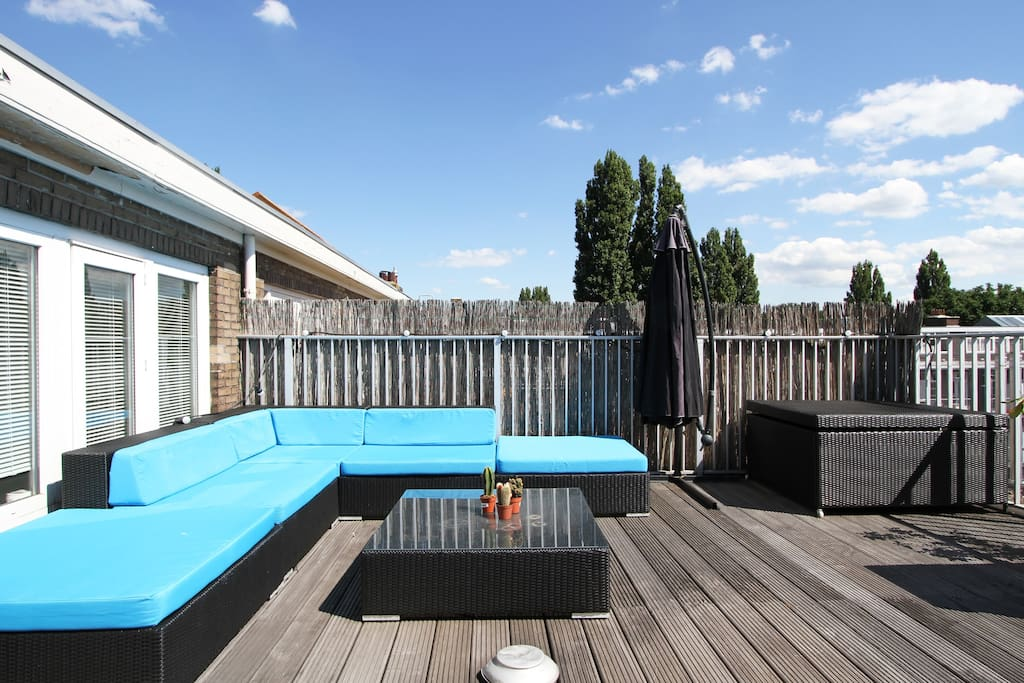The amazing roof terrace with lounge set