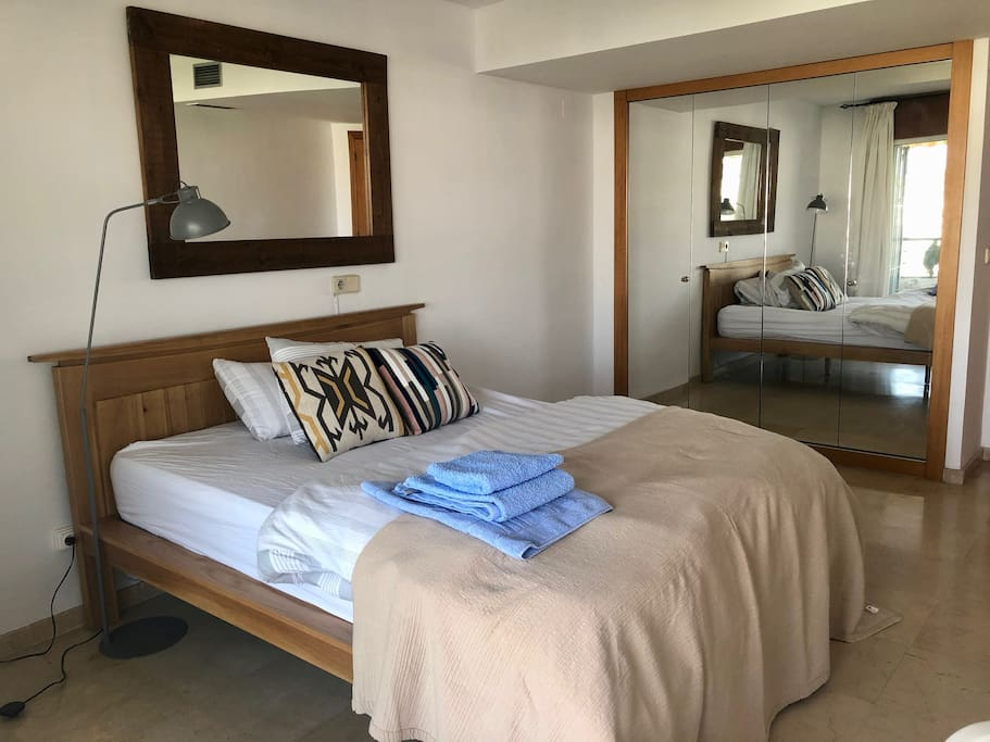 Fresh linen, with fresh towels provided for every new guest.