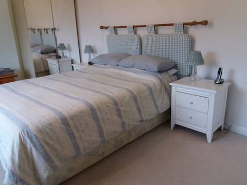 Attractive Double bedroom with Ensuite Shower