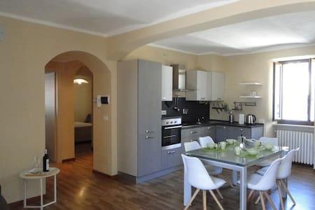Spazioso appartamento nel centro storico - La Morra