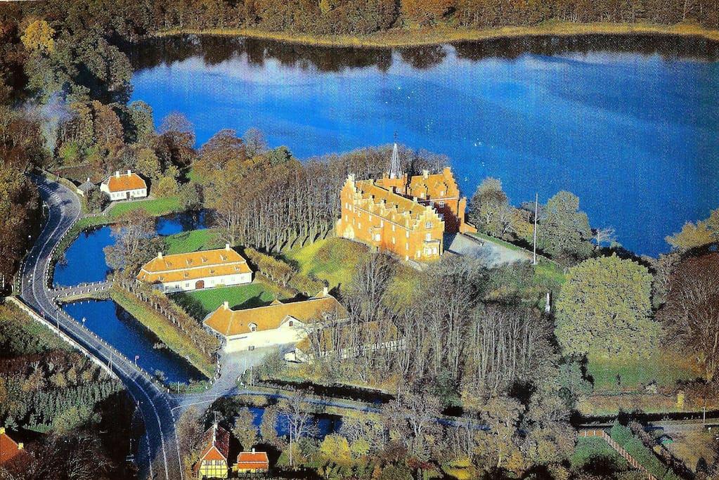 Luftfoto over Tranekjær slot og huset