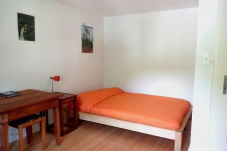 Schönes Zimmer in flexiblem Haushalt