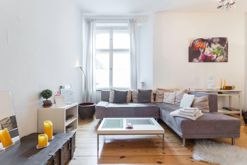 Lovely Modern Spacious Living Room