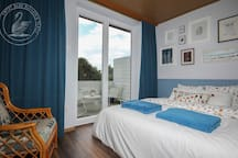 ★ By the Lake, Bright, stylish place, 50m-bus  1/7