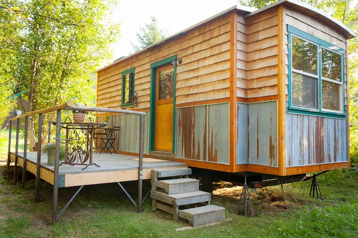 Garden Caravan - Tiny House. Close to town & lake