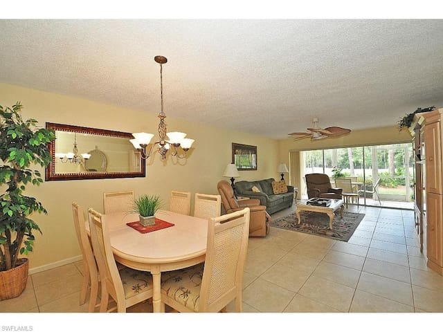 Great 2 Bedroom Condo on Private Golf Course - Naples - Appartement en résidence