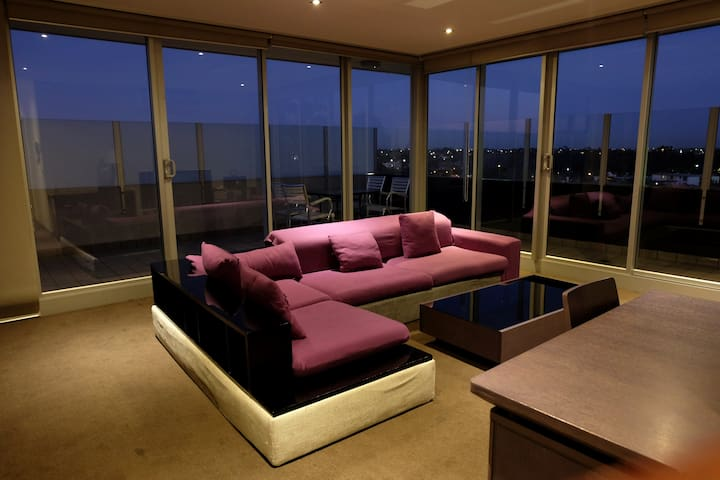 Penthouse Apartment with it all - Essendon North - Appartement