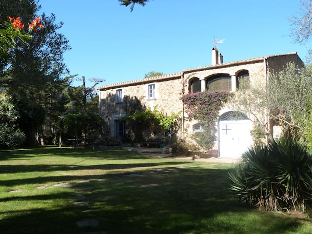 Gorgeous Ancient Country House Calella Palafrugell - Palafrugell - วิลล่า