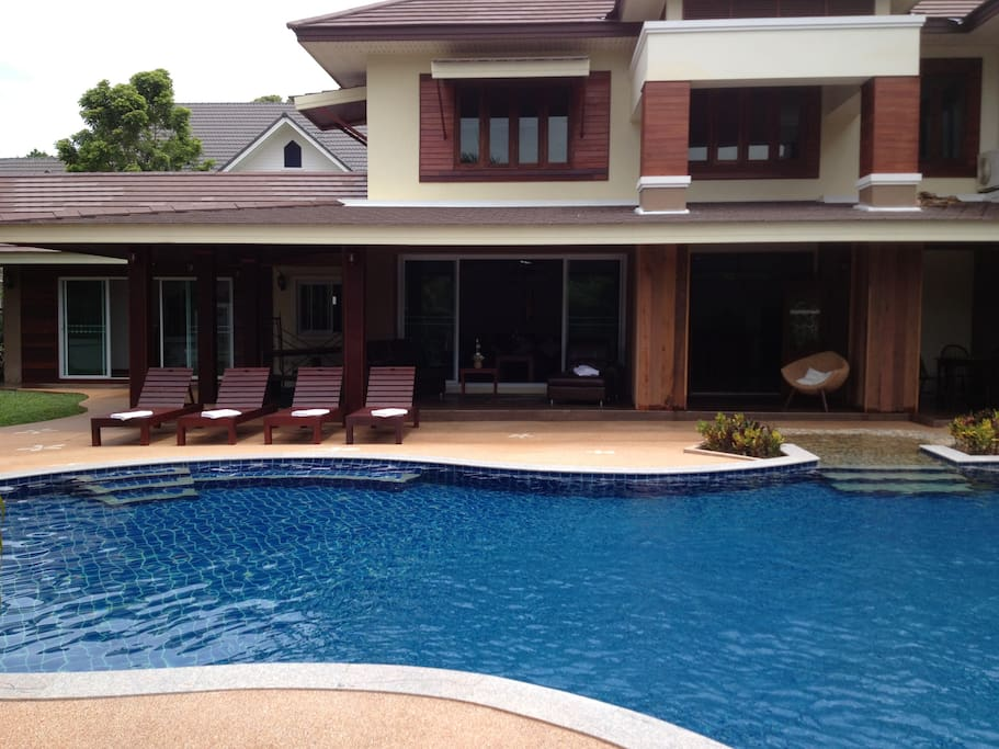 Very large private pool ( 15x8 metres)